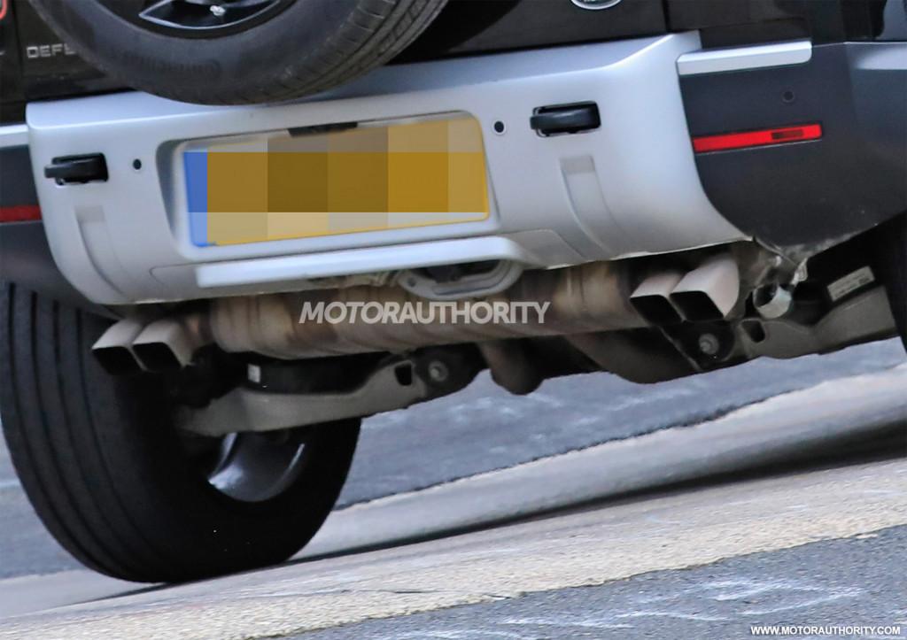 2022 Land Rover Defender V-8 test mule spy shots - Photo credit:S. Baldauf/SB-Medien