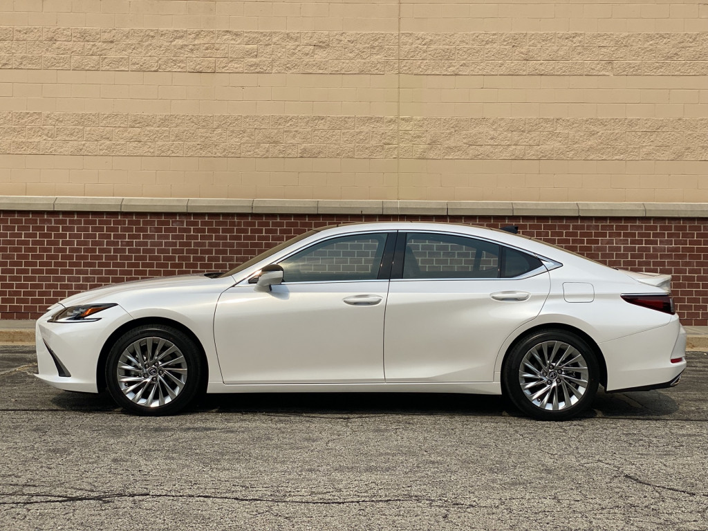 First drive: 2022 Lexus ES 350 settles into middle life-cycle age