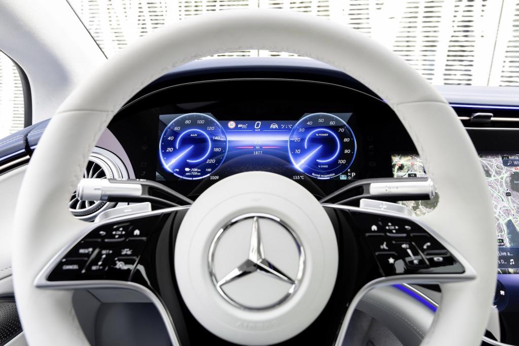 Первая поездка Mercedes-Benz EQS 2022 года (EQS 450+)