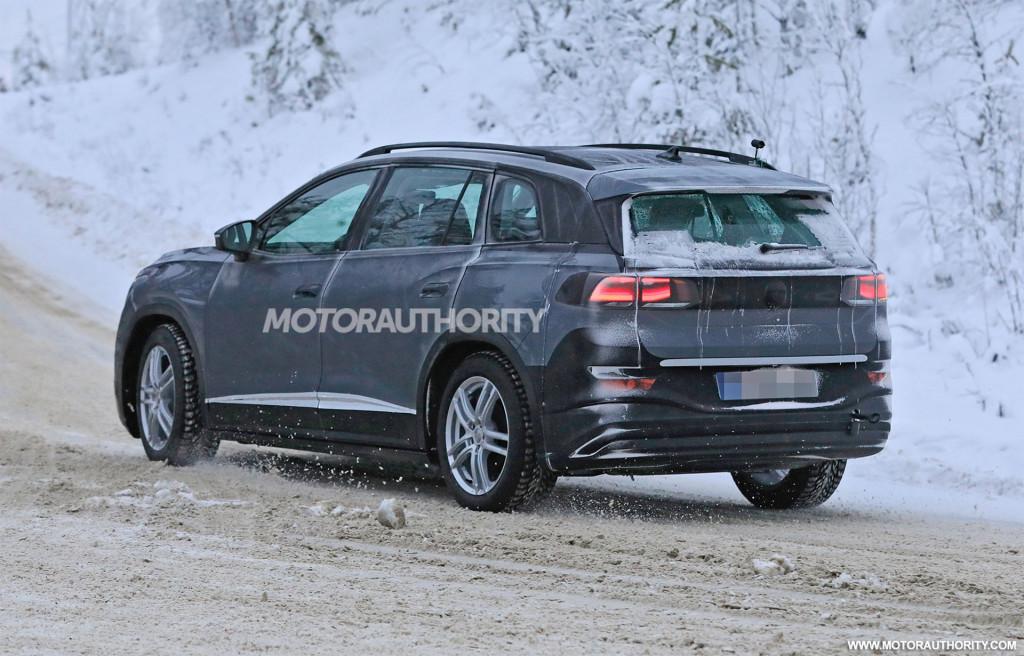 2022 Volkswagen ID.6 spy shots - Photo credit: S. Baldauf/SB-Medien
