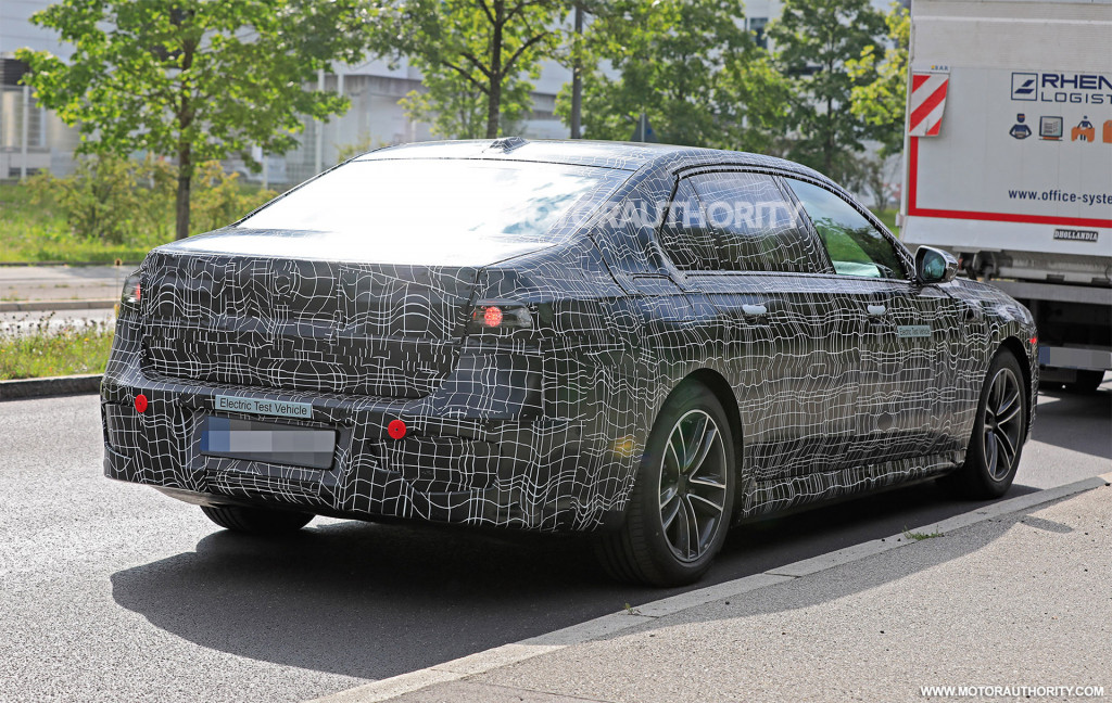 2023 BMW i7 spy shots - Photo credit: S. Baldauf/SB-Medien