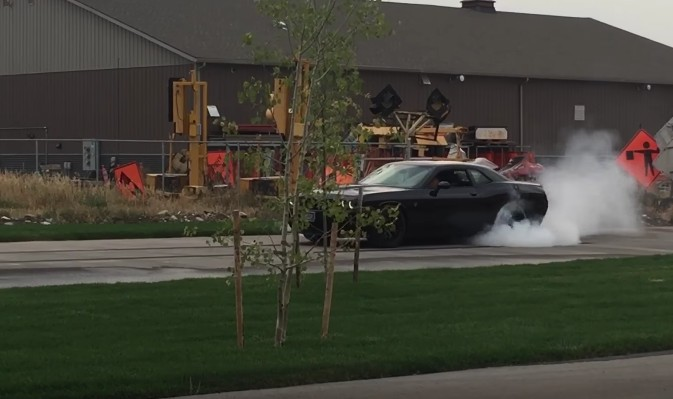 10-year-old kid rips off burnouts in a Challenger Hellcat