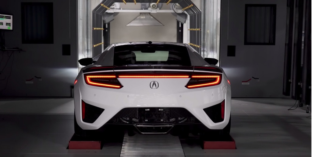 Walk the line and see how Honda paints the Acura NSX