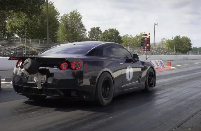 AMS Sets GT-R 1/4-Mile Record At 7.48 Seconds: Video