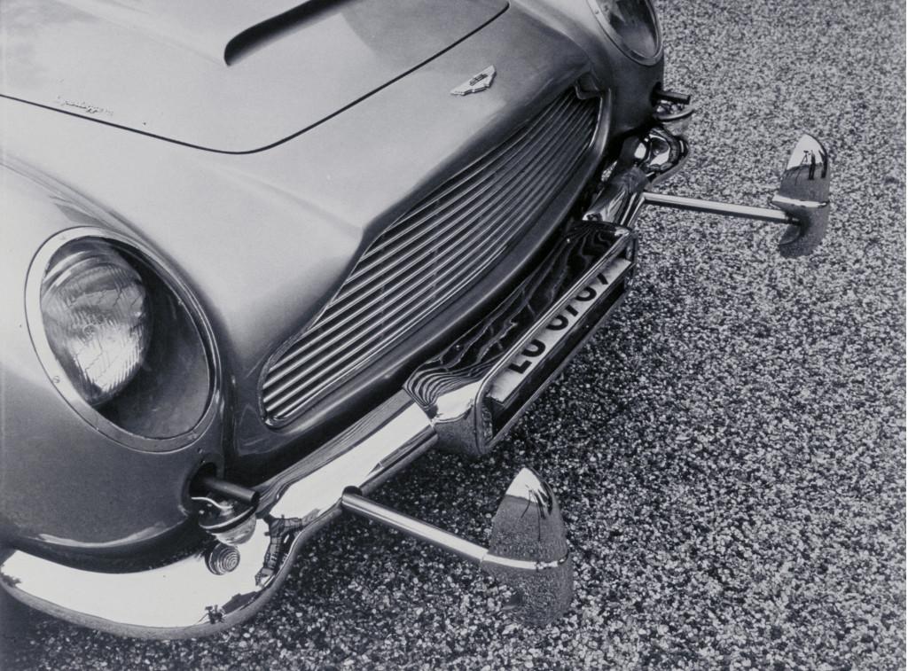 "Aston Martin DB5 ""Goldfinger"" continuation car"