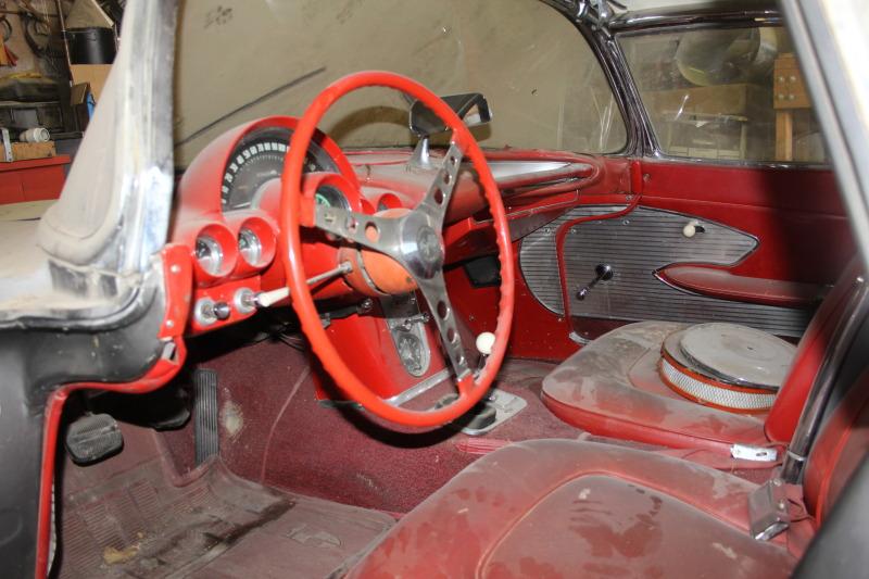 Barn find 1961 Corvette, parked since 1968  Image: eBay Motors