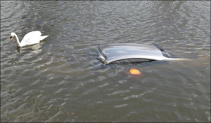 Bentley Continental GT underwater