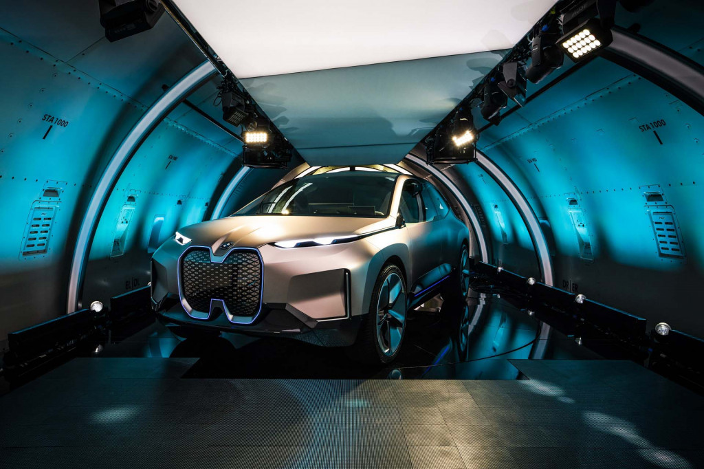 BMW Vision iNext previews electric self-driving SUV due in 2021