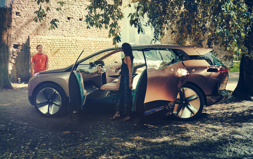 bmw vision inext previews electric selfdriving suv due in