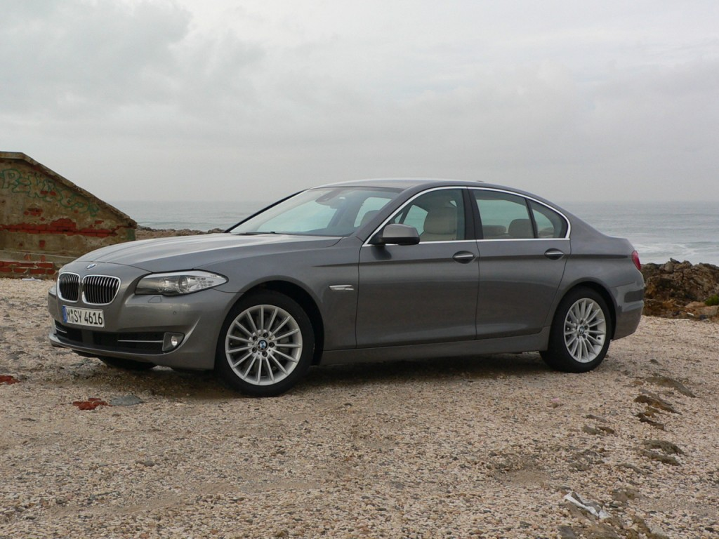 2011 BMW 5-Series Earns Top Safety Pick