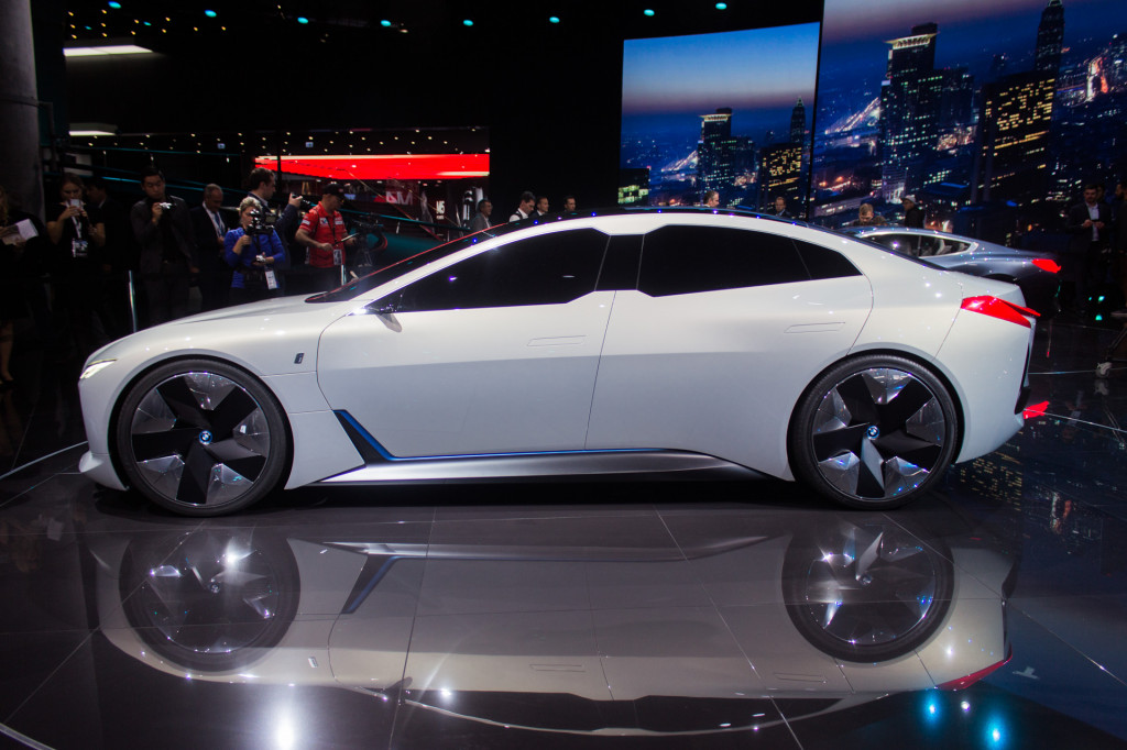BMW i4 reportedly has 80-kwh battery, 530 hp, over 300 miles of range