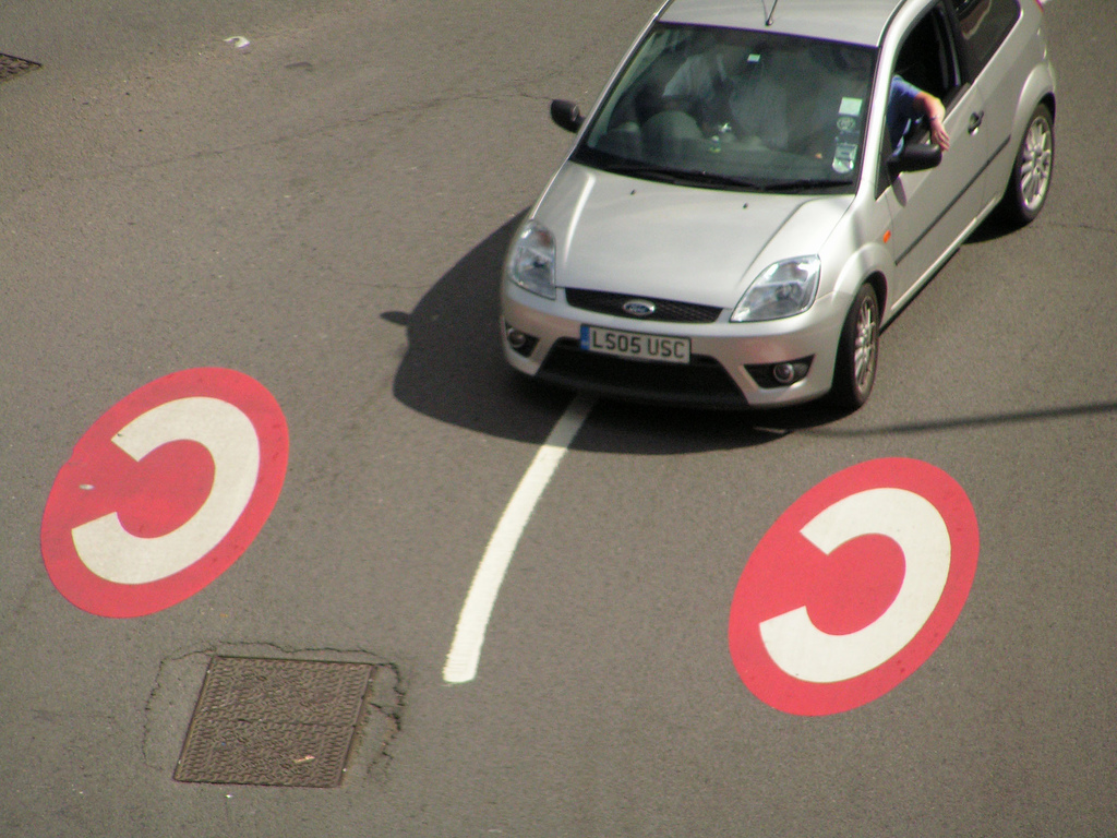 Car entering London's Congestion Charge zone [Image: Flickr user jovike]
