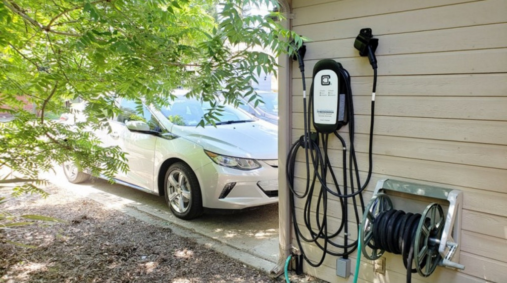 Commentary: Electric cars may spawn the next digital divide