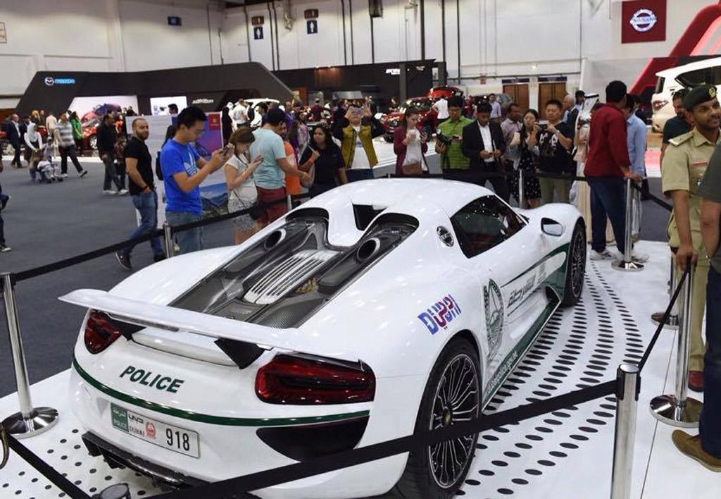 dubai police add porsche 918 spyder to growing supercar fleet. Black Bedroom Furniture Sets. Home Design Ideas