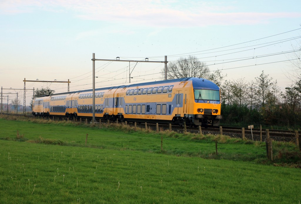 Image: Dutch NS electric train by Flickr user Riel Hemkes ...