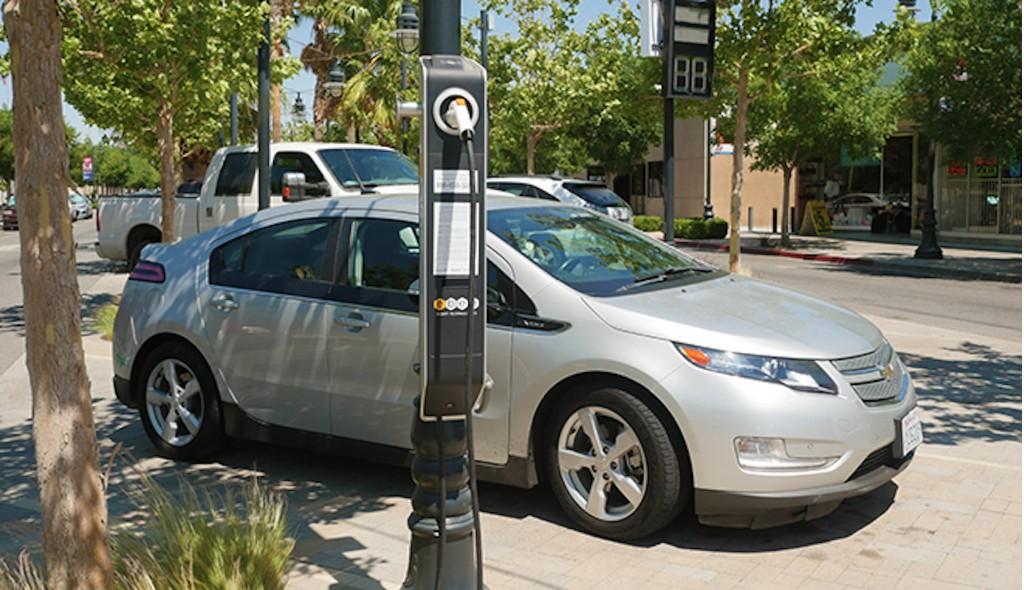 ebee streelight charging station
