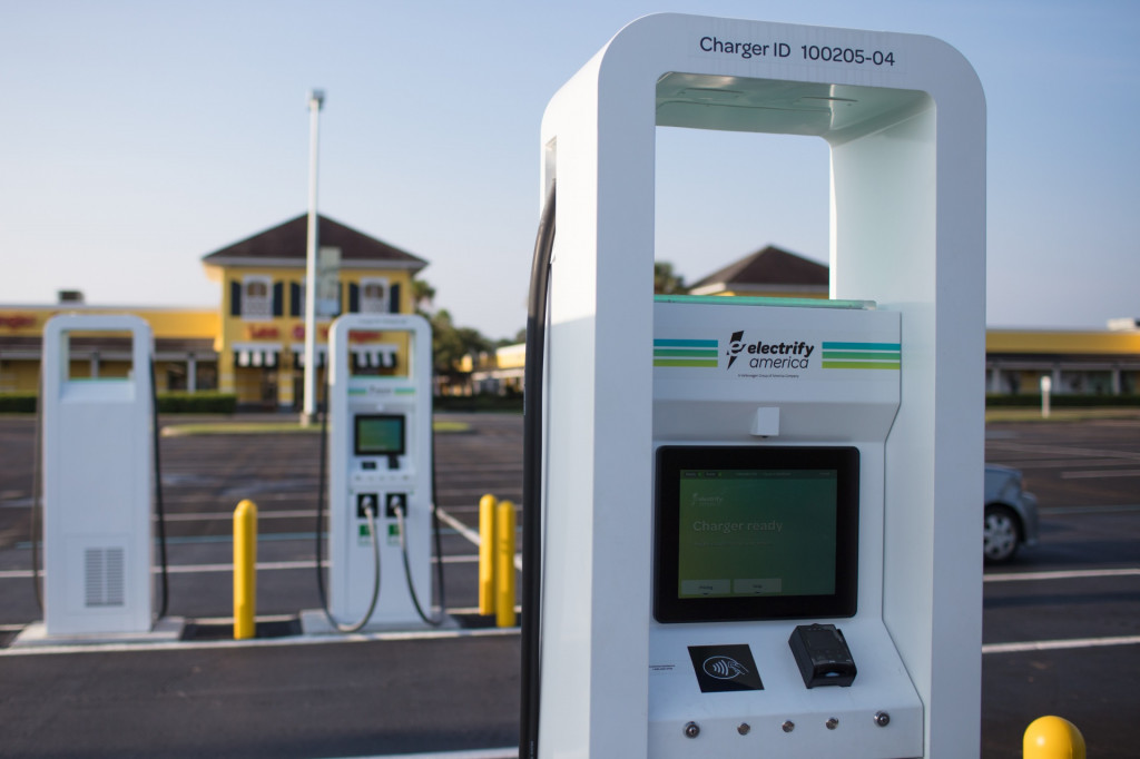 ChargePoint and Electrify America simplify charging access with roaming agreement