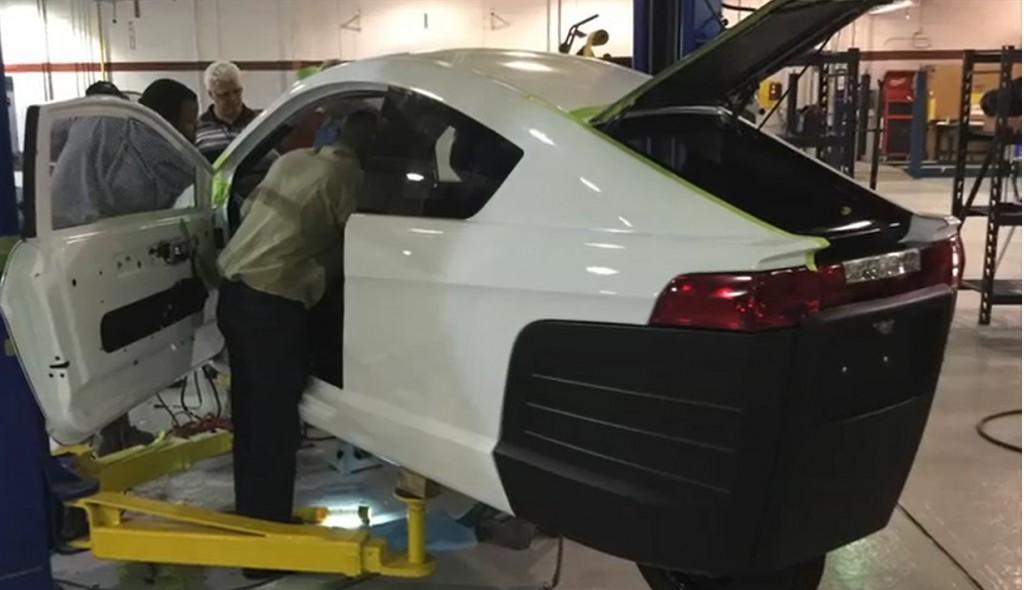 Elio E1A test vehicle under construction, June 2016