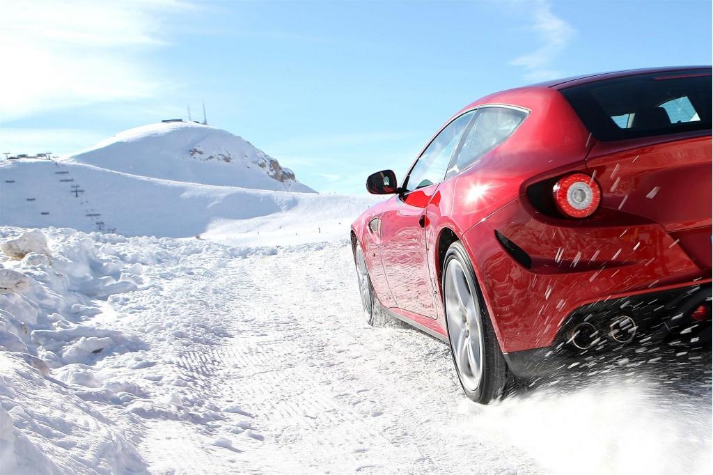 Ferrari FF plays in the snow