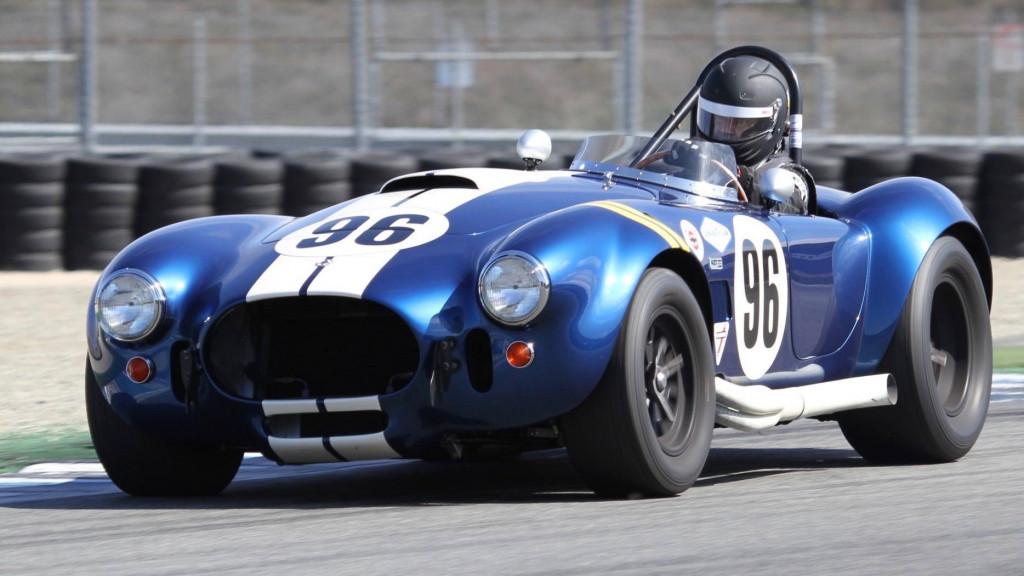 CEO Ford Jim Farley balapan dengan Shelby Cobra-nya