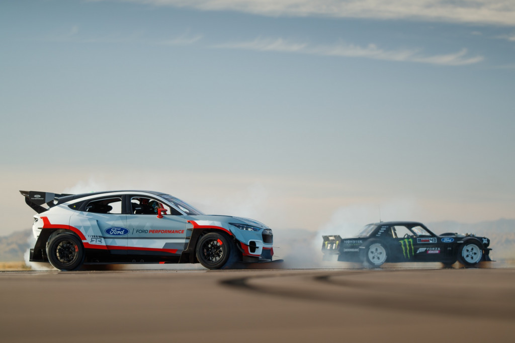 Witness Ken Block shred tires in the Ford Mustang Mach-E 1400 - Auto Informers