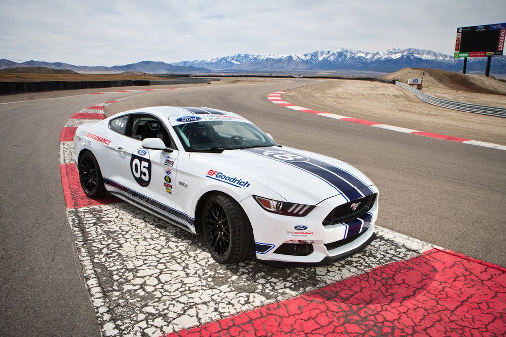 It S Time To Attack The Track In The Mustang Shelby Gt350