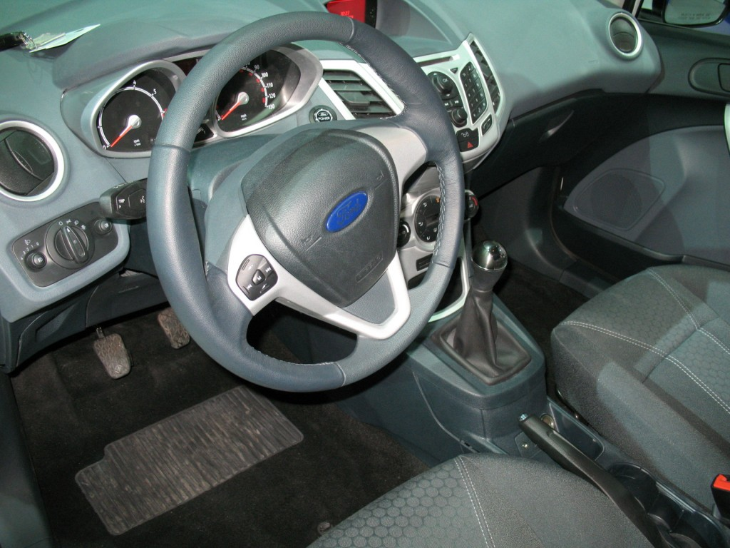 ford wows with 2011 fiesta interior can t compare mazda2 yet. Black Bedroom Furniture Sets. Home Design Ideas