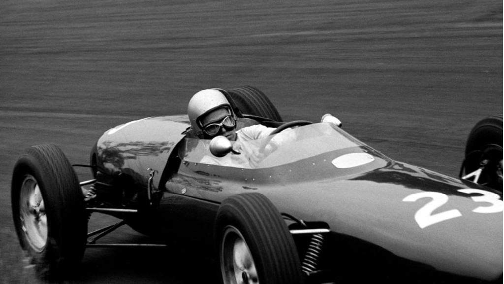 Gary Hocking drives a Rob Walker Lotus 18 in a non-championship race in 1962