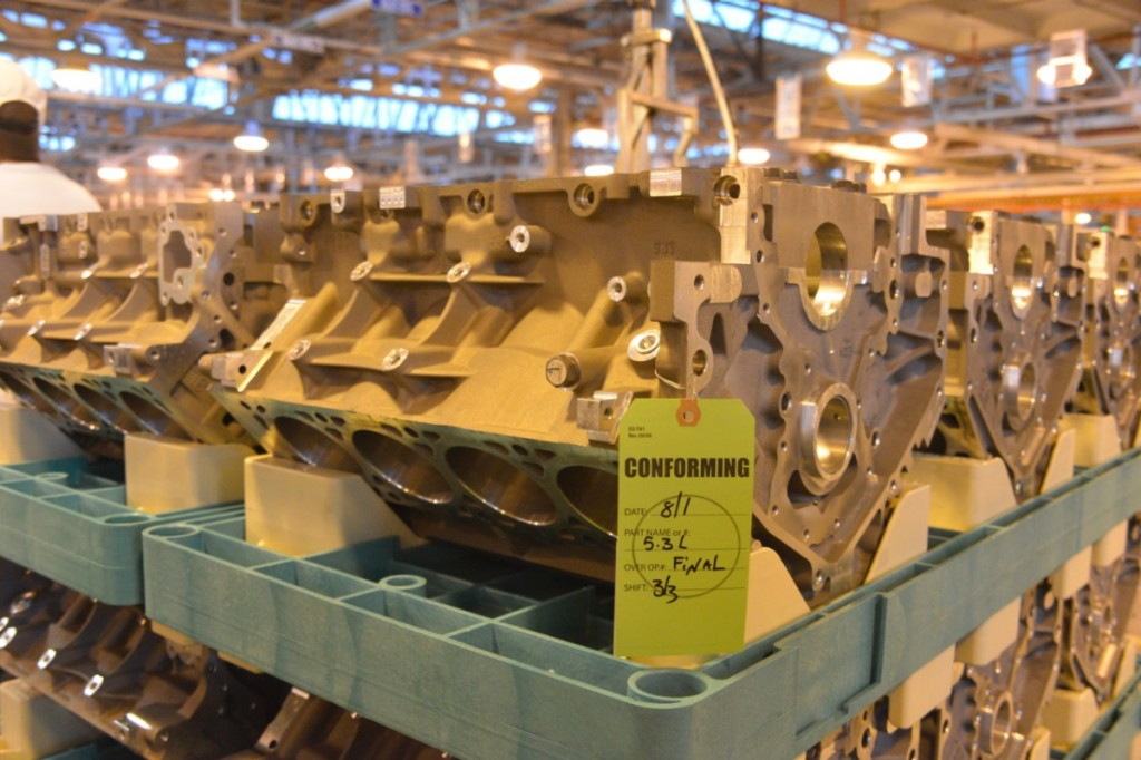 Gen V small-block V-8 on the Tonawanda assembly line