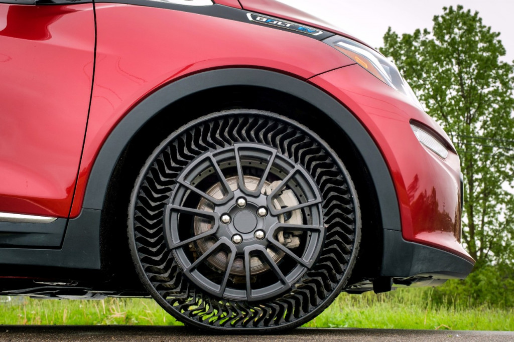 GM, Michelin to test airless tire prototype