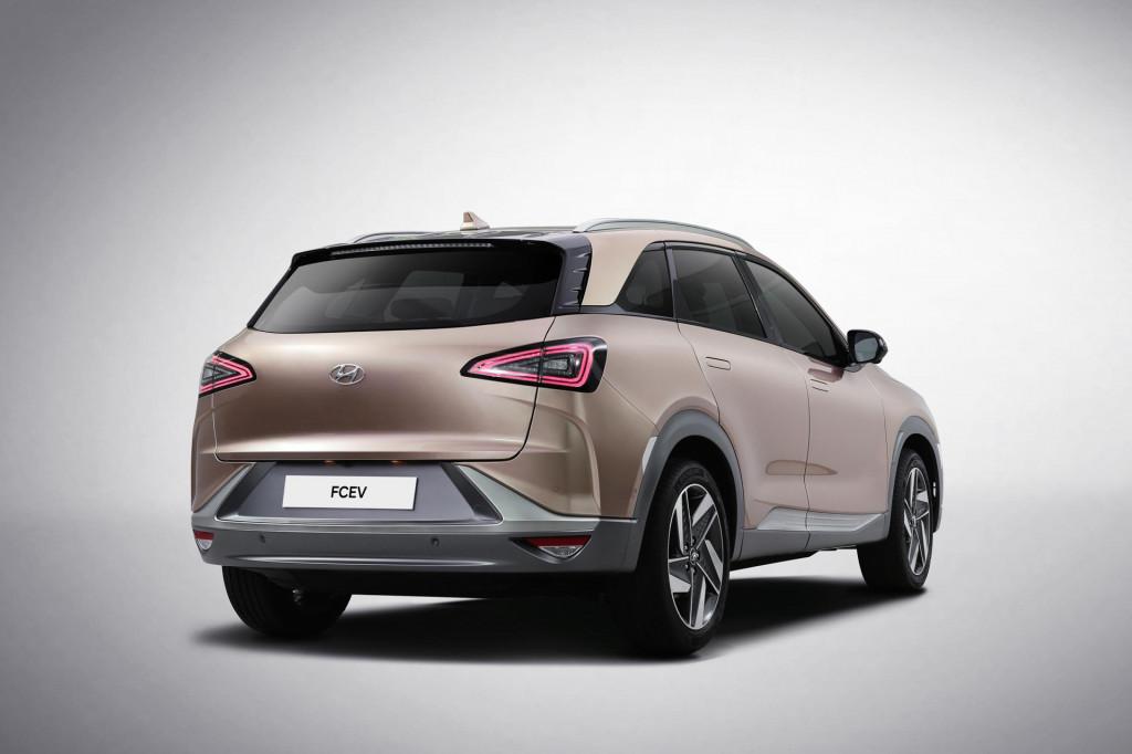 Hyundai reveals Nexo fuel cell-powered SUV at 2018 CES