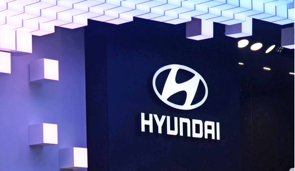 Hyundai joins flying taxi race
