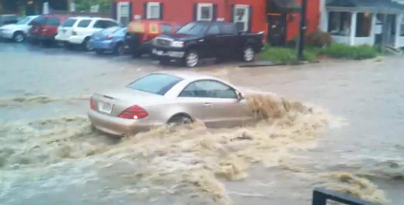 Mercedes-Benz SL-Class stalls in Maryland flash flood