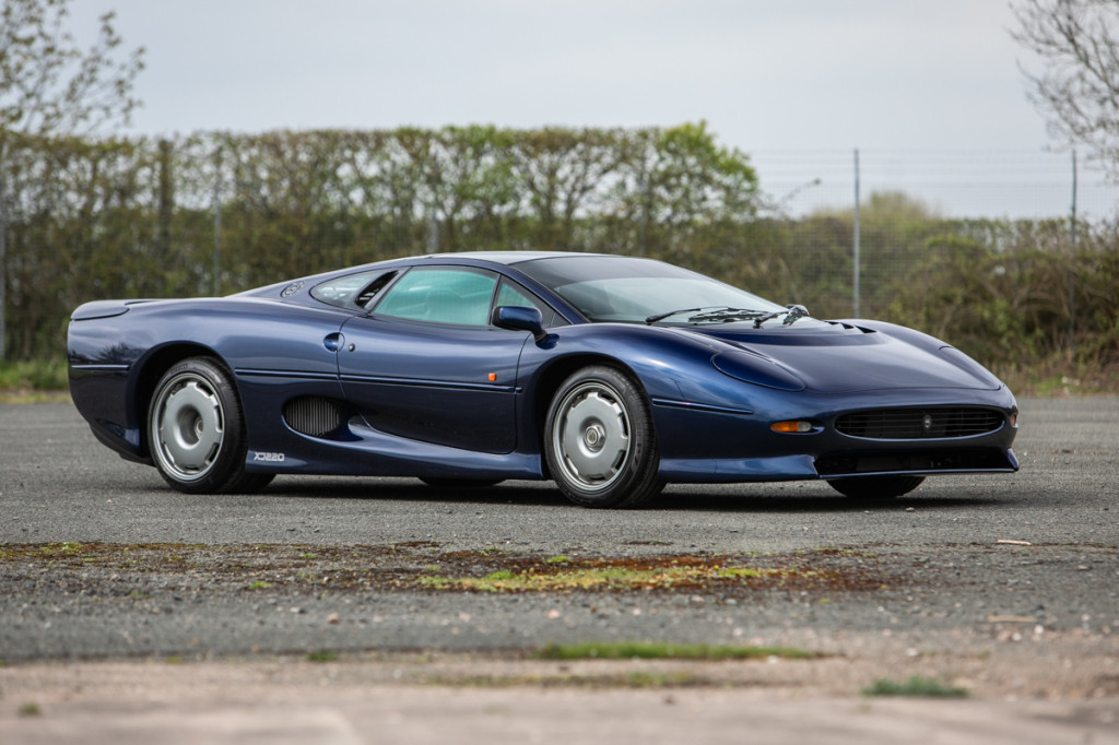 Pair of Jaguar XJ220s fetch a combined $818,000 at auction