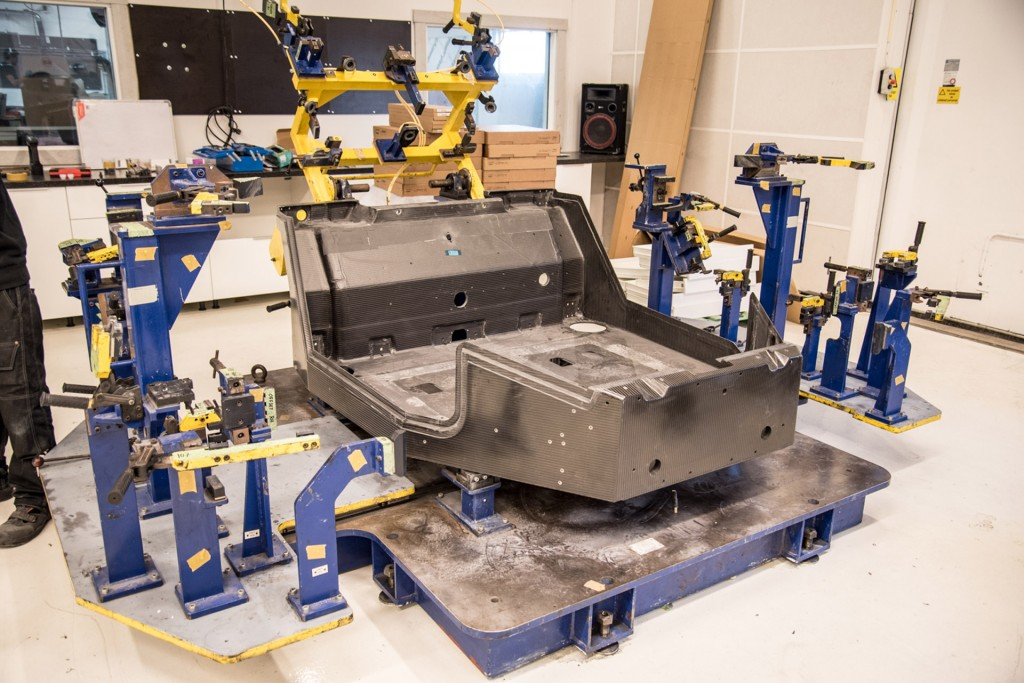Image: Koenigsegg Agera RS chis #128 under construction - the ...
