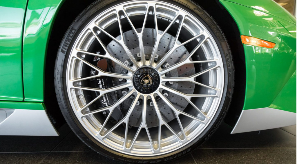 Miura-inspired Lamborghini Aventador SV makes us green with envy