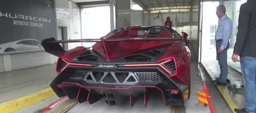 Cramming A 4 5m Lamborghini Veneno Into A Transport Truck Video