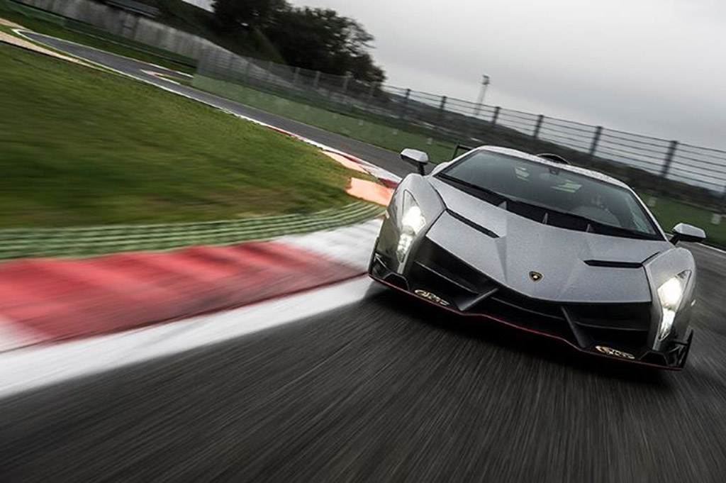 Lamborghini Veneno Takes To The Track: Video
