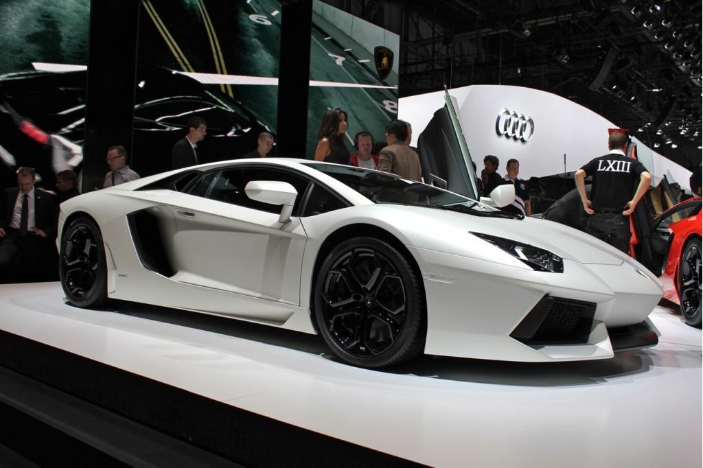 Lamborghini Aventador LP700-4 live photos