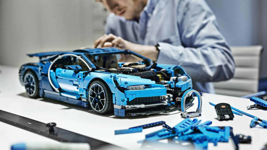 lego technic bugatti chiron revealed with 3 599 pieces including movable engine parts autozaurus. Black Bedroom Furniture Sets. Home Design Ideas