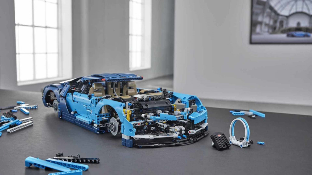 lego technic bugatti chiron revealed with 3 599 pieces including movable engine parts news. Black Bedroom Furniture Sets. Home Design Ideas