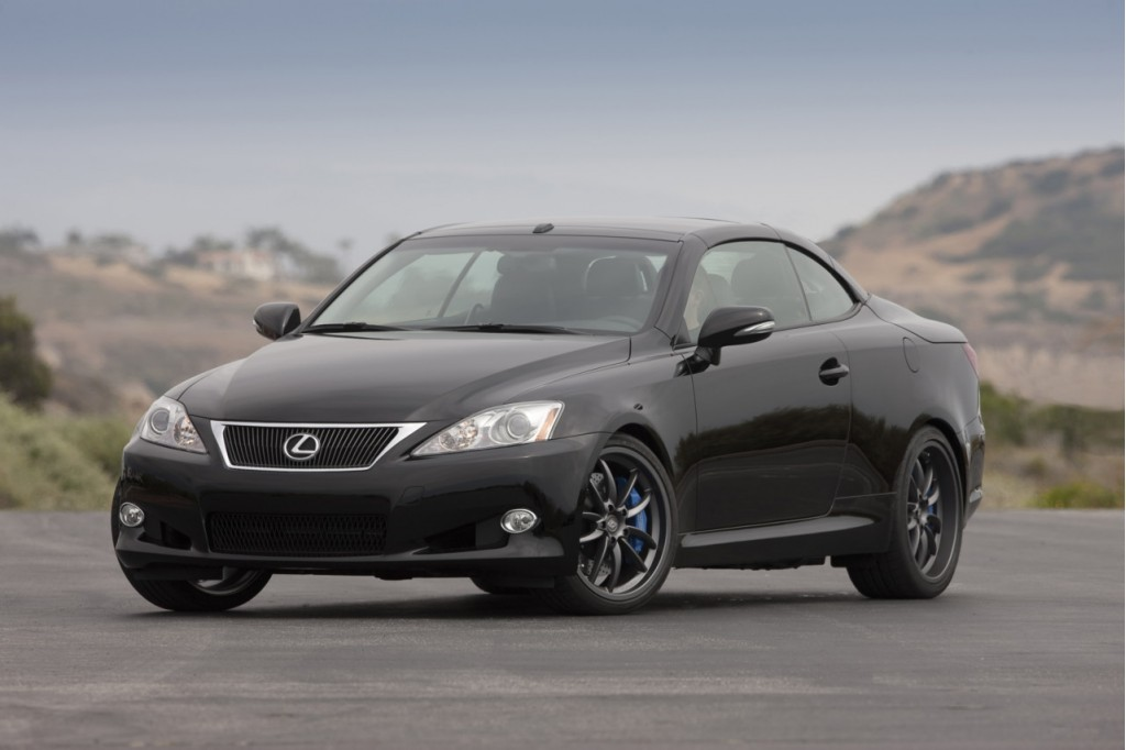 Lexus recalls 115,000 cars for potential fuel leak