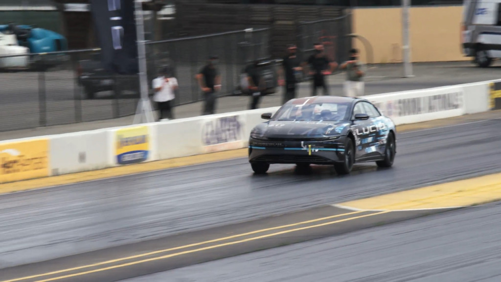 Lucid Air dragstrip run