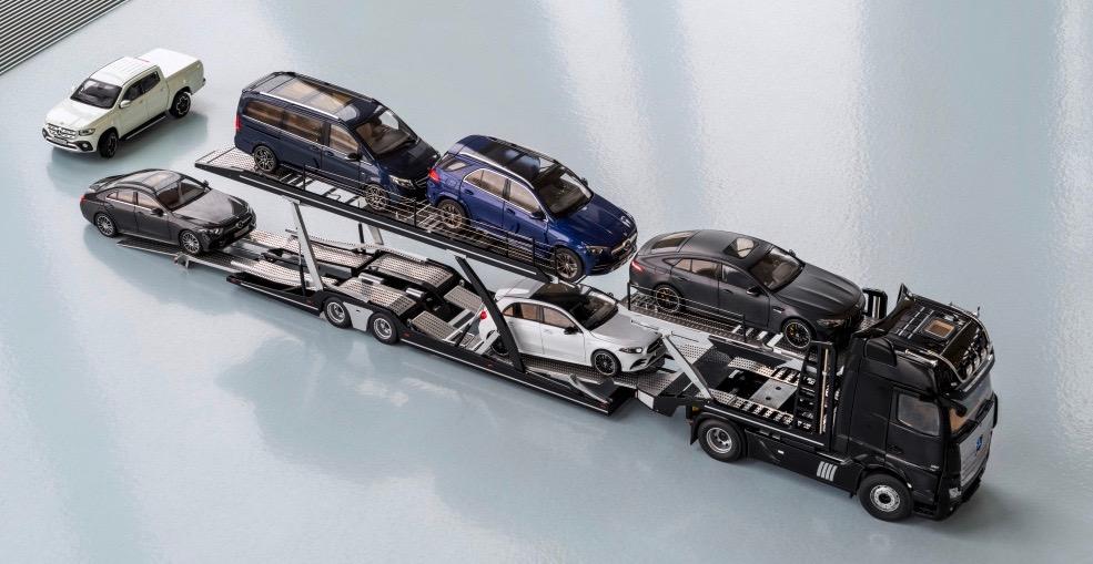 Mercedes 1:18-scale model transporter