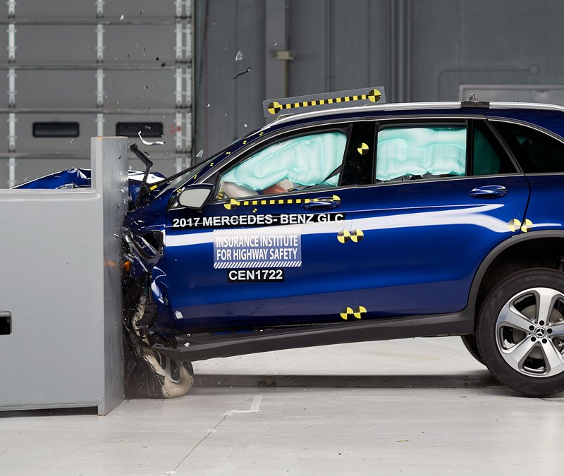 2018 Mercedes-Benz GLC Class IIHS crash test