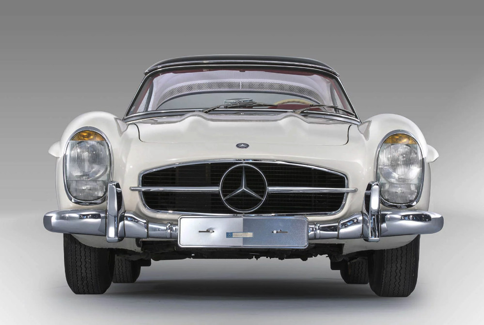 Mercedes-Benz 300SL Roadster with 850 miles sells for $3.7M