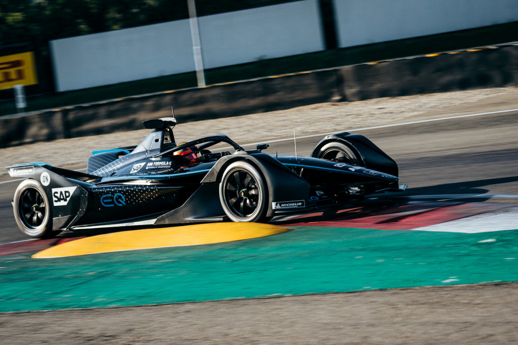 Mercedes-Benz completes first test of Formula E race car