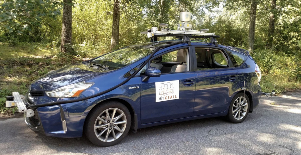 MIT's new self-driving car navigates without road markings