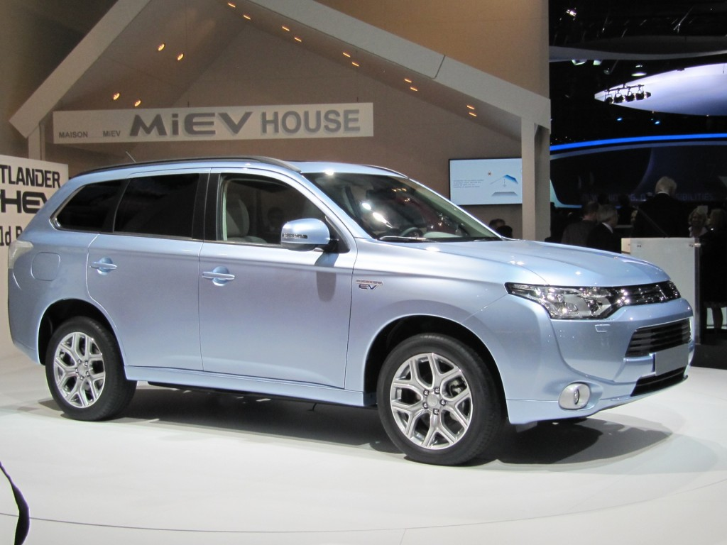 image mitsubishi outlander plug in hybrid 2012 paris. Black Bedroom Furniture Sets. Home Design Ideas