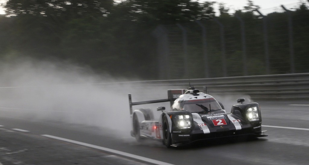 Neel Jani in the #2 Porsche 919 Hybrid at the 2016 24 Hours of Le Mans